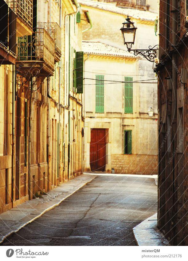 Siesta. Straße ästhetisch mediterran Mallorca Soller Gasse Spanien gold Laterne Häuserzeile Ferien & Urlaub & Reisen Urlaubsstimmung friedlich Erholung