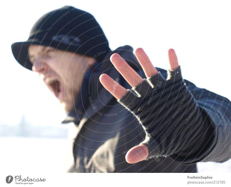 stop. Mensch Jugendliche Winter schwarz Schnee Gefühle Stimmung Erwachsene maskulin Finger bedrohlich Wut schreien Bart Konflikt & Streit