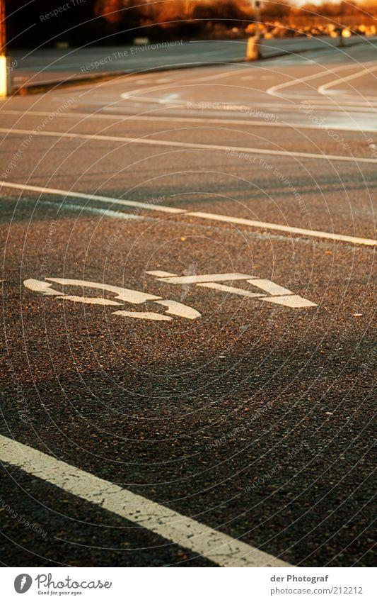 Sixty-four Straße Straßenverkehr leer Ordnung Güterverkehr & Logistik Asphalt Ziffern & Zahlen Verkehrswege Genauigkeit unbenutzt Fahrbahnmarkierung