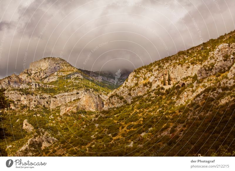 Over the hills and far away Pflanze Wolken Ferne Berge u. Gebirge Landschaft Felsen Wolkenhimmel Wolkendecke Wetterumschwung Wolkenwand