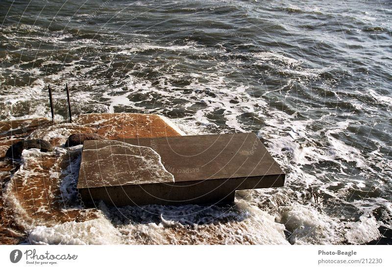 Gewidmet dem August 2010 Wasser Ferien & Urlaub & Reisen Meer kalt springen See Wellen nass Beton Schleswig-Holstein frieren Ostsee schlechtes Wetter Natur Sprungbrett Plattform