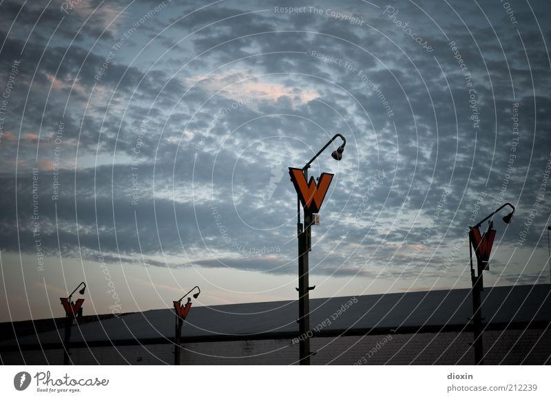 Völker, seht die Signale! Himmel Wolken Schilder & Markierungen Verkehr stehen Schriftzeichen Zeichen Hinweisschild Typographie Verkehrsschild Weiche