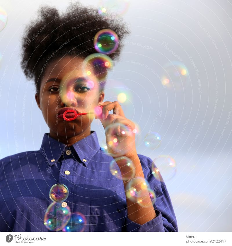 Lebenselixir | bubblefun Mensch Frau Himmel schön Wolken Freude Erwachsene Bewegung feminin Spielen Zeit Haare & Frisuren Freizeit & Hobby Schönes Wetter