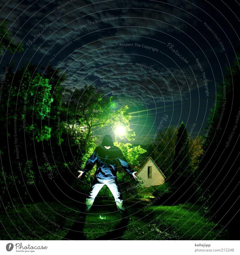 one day Mensch Mann grün Baum Haus Erwachsene Lampe maskulin stehen gruselig Geister u. Gespenster Surrealismus Langzeitbelichtung Lichtpunkt Reflexion & Spiegelung Beleuchtung