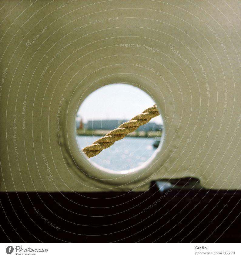 Guckloch Wasser Himmel Flussufer Elbe Schifffahrt Segelschiff Hafen Bullauge An Bord Seil entdecken schwarz weiß Neugier Perspektive Ferien & Urlaub & Reisen