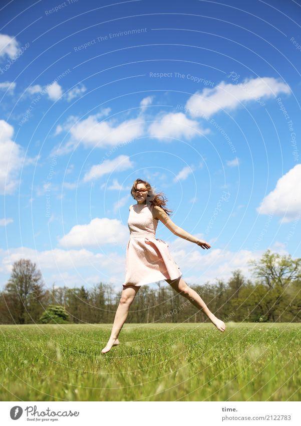Lebenselixir | Young at Heart feminin Frau Erwachsene 1 Mensch Himmel Wolken Frühling Schönes Wetter Wiese Feld Wald Kleid Barfuß brünett langhaarig Bewegung