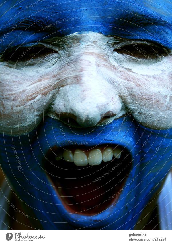 Argentinien Schminke Junge Frau Jugendliche Gesicht Mund Zähne Fan schreien nah blau weiß Freude Begeisterung Euphorie Farbfoto Außenaufnahme Porträt