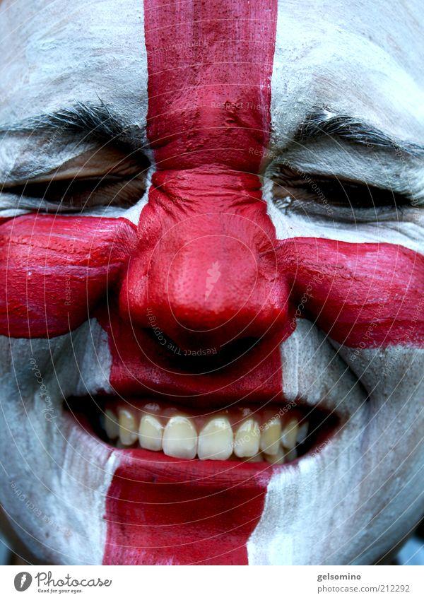 England Freizeit & Hobby Junge Frau Jugendliche Gesicht Zähne Fan authentisch nah rot weiß Farbfoto Außenaufnahme Tag Porträt geschlossene Augen Kreuz Englisch
