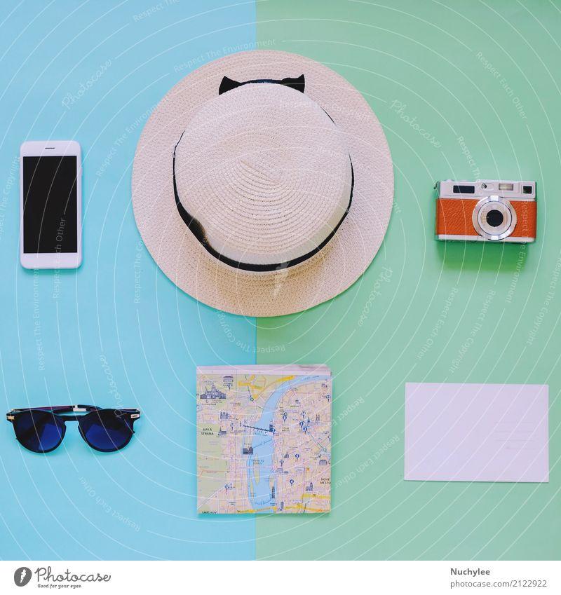 Kreative flache Lage von Reiseartikeln Lifestyle Stil Design Freude Ferien & Urlaub & Reisen Ausflug Abenteuer Sommer Dekoration & Verzierung PDA Fotokamera