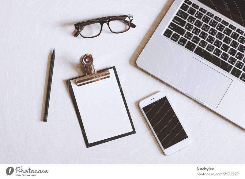 Flaches Lagebild des Schreibtischs weiß Lifestyle Business Design Arbeit & Erwerbstätigkeit Büro modern offen Technik & Technologie Aussicht Tisch Computer