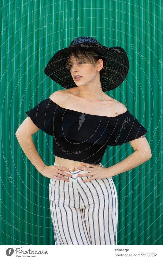 Frau Mode grün kaufen elegant Stil Design Club Disco Erwachsene Körper Bekleidung T-Shirt Hemd Hose Hut Coolness modern schwarz Farbe schick moda fantastisch
