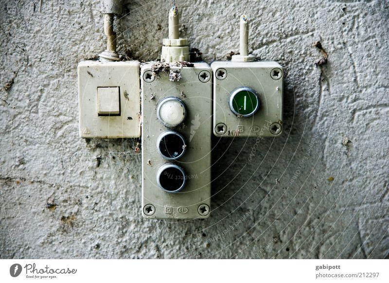 Drück mich Industrieanlage Fabrik Gebäude Fassade Schalter Klingel Lichtschalter Steuerelemente Arbeit & Erwerbstätigkeit kaputt trashig Verantwortung Leistung