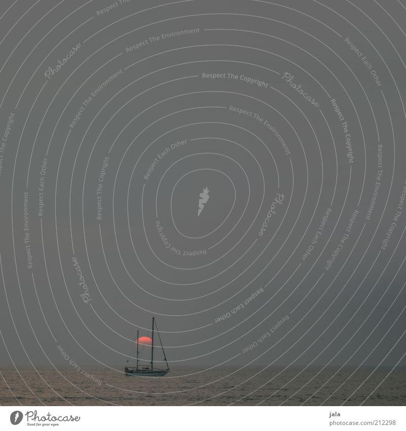 befor sunrise Wasser Himmel Sonne Meer Sommer Einsamkeit Ferne ästhetisch Unendlichkeit Indien Schifffahrt Segelboot Wasserfahrzeug Sonnenuntergang Segelschiff