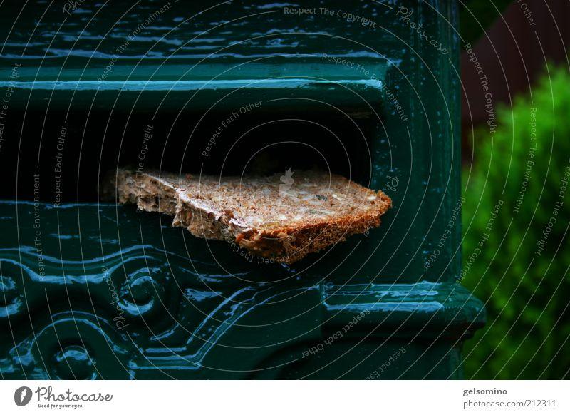 Brot für die Welt Ernährung Briefkasten Metall verrückt Farbfoto Tag Schwache Tiefenschärfe Dekoration & Verzierung Öffnung einwerfen außergewöhnlich