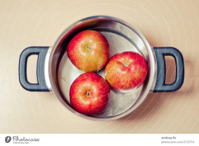 Äpfel zum Kochen. rot Metall braun Gesundheit Frucht Tisch liegen Kochen & Garen & Backen rund einfach Apfel lecker reif silber Griff Diät