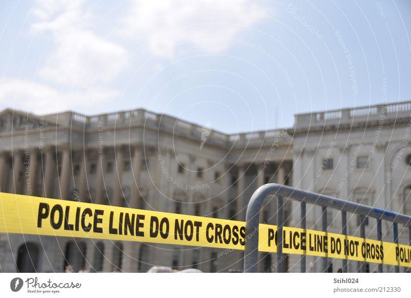 do not cross Polizei Sicherheitslinie Sicherheitsdienst Wolken Washington DC Hauptstadt Stadtzentrum Wahrzeichen Kapitol Barriere Schilder & Markierungen Linie