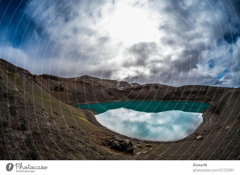 Krater Umwelt Natur Landschaft Erde Wasser Himmel Wolken Gewitterwolken Sonne Wetter schlechtes Wetter Vulkan See blau braun türkis weiß Island Kraterrand