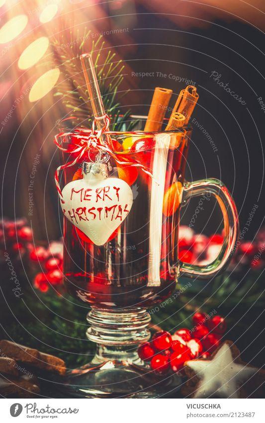 Glas Glühwein mit festlicher Dekoration Festessen Getränk Heißgetränk Lifestyle Stil Design Winter Feste & Feiern Weihnachten & Advent Dekoration & Verzierung
