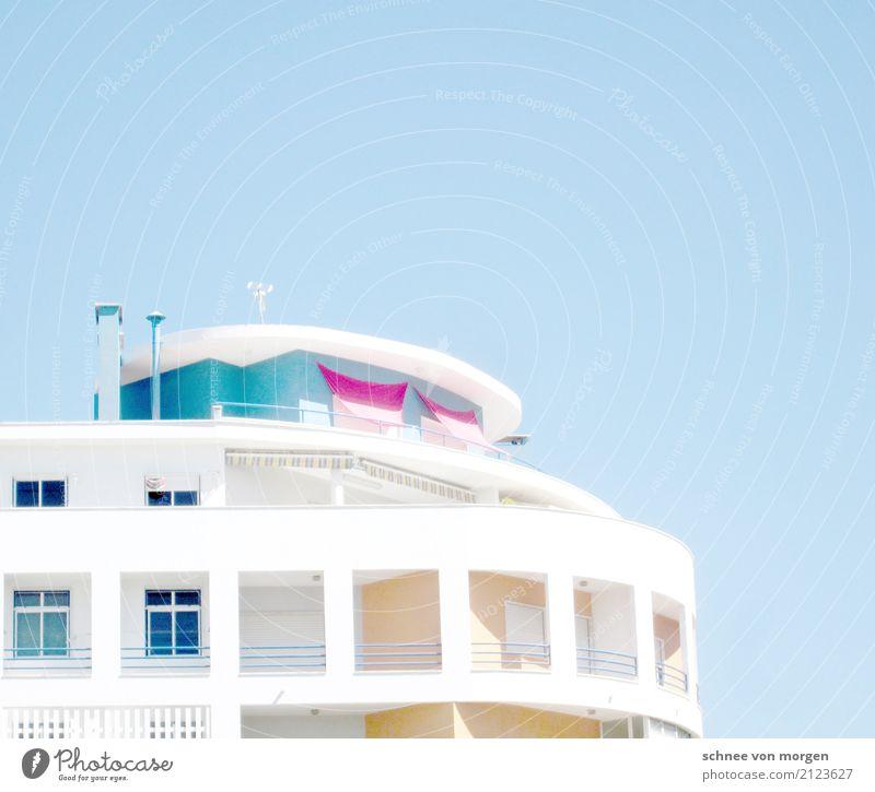 SommerSonnenAusblick Himmel Ferien & Urlaub & Reisen blau Stadt weiß Erholung Haus ruhig Strand Fenster Architektur Gebäude Tourismus Fassade