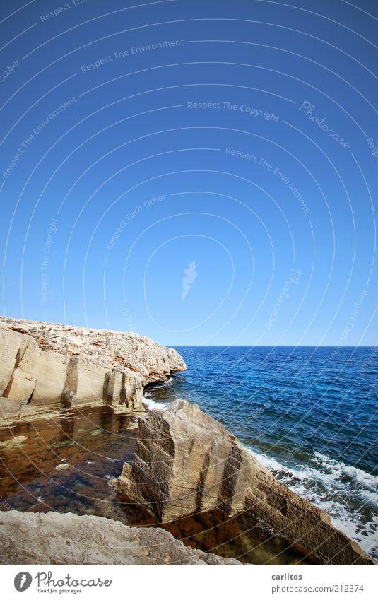 Traumjob ? Wolkenloser Himmel Sommer Schönes Wetter Felsen Wellen Küste Meer blau Mittelmeer Steinbruch Marès Gischt eckig Spuren Naturstein Sandstein Quader