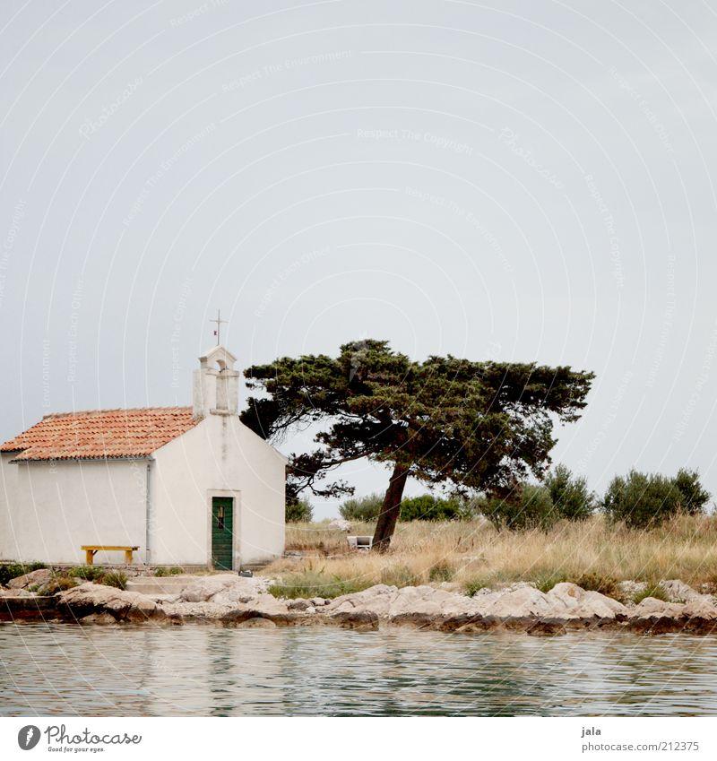 kapelle Natur Wasser Baum Meer Pflanze Ferien & Urlaub & Reisen Gras Gebäude Landschaft Küste Architektur klein Felsen Hoffnung Kirche Sträucher