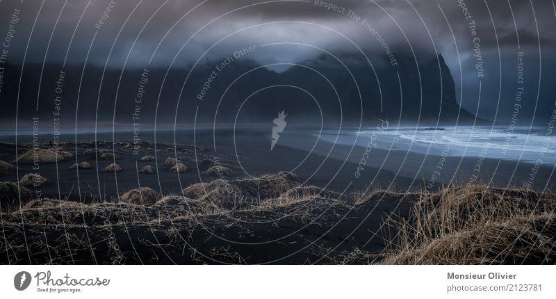 Stokksnes: Blick auf Berg Vestrahorn, Island Himmel Natur Ferien & Urlaub & Reisen Pflanze Landschaft Einsamkeit Wolken Berge u. Gebirge Reisefotografie Umwelt