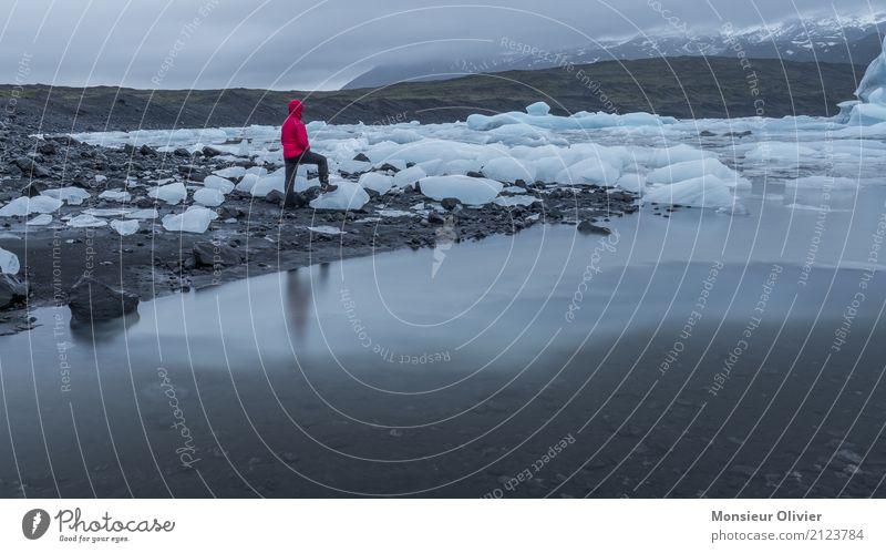 Jökulsárlón Glacier Lagoon, Iceland Natur Landschaft Klima Eis Frost Wellen Küste Reisefotografie Eisberg Island Farbfoto Außenaufnahme Textfreiraum rechts