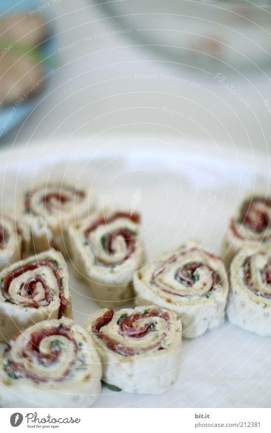 450 Party, greift zu Ernährung Lebensmittel lecker Teller Mahlzeit Backwaren Dessert Teigwaren Kuchen Snack Schnecke Fingerfood Licht Vorspeise gerollt Foodfotografie