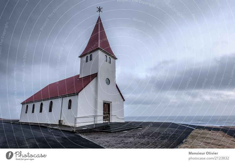 Kirche vin Vik, Island vik Menschenleer Bauwerk Gebäude Sehenswürdigkeit Ferien & Urlaub & Reisen Religion & Glaube Tourismus Außenaufnahme Reisefotografie rot