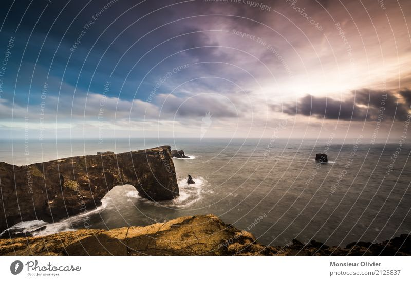 Dyrhólaey Arch, Island Himmel Natur Ferien & Urlaub & Reisen Wasser Landschaft Meer Reisefotografie Leben Küste Freiheit Stimmung Felsen Horizont Wellen