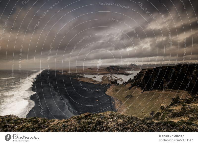 Schwarzer Sand Natur Ferien & Urlaub & Reisen Landschaft Einsamkeit Wolken Strand schwarz Reisefotografie Umwelt Küste Abenteuer Island dramatisch