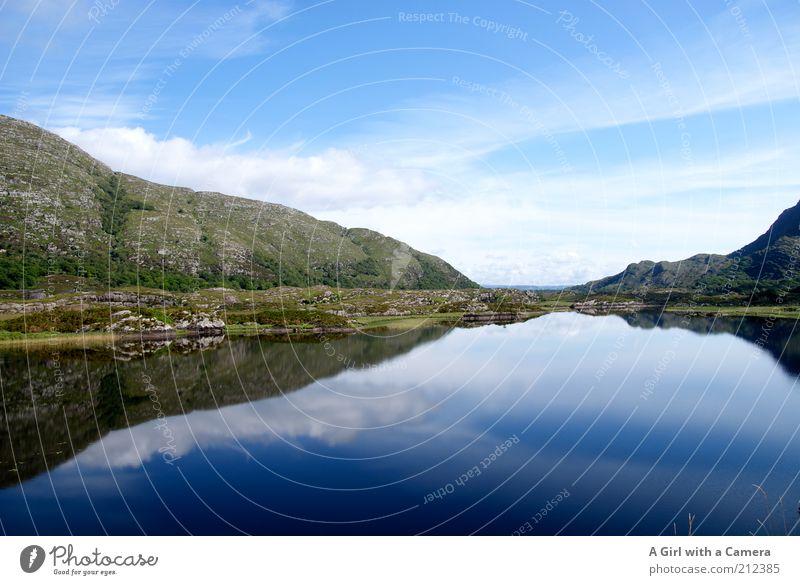 A lake in Ireland Himmel Natur Wasser blau schön Sommer ruhig Erholung Landschaft Umwelt See Horizont natürlich Hügel Klarheit Reisefotografie