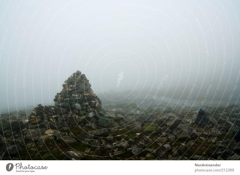 Verlaufen Natur Ferien & Urlaub & Reisen Berge u. Gebirge Freiheit Wege & Pfade Landschaft Nebel Wetter Ausflug trist bedrohlich Freizeit & Hobby geheimnisvoll