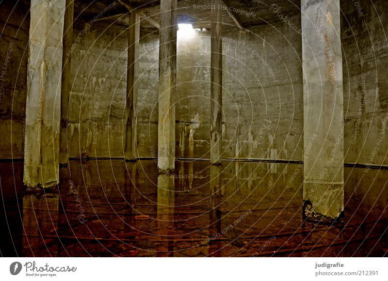 Island Wasser alt Haus dunkel kalt Gebäude Stimmung Architektur nass Beton leer rund Fabrik kaputt Vergänglichkeit