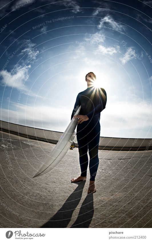 Waterman Lifestyle Freizeit & Hobby Wassersport Sportler maskulin Mann Erwachsene Himmel Wolken Sonne Sommer Schönes Wetter beobachten Blick warten ästhetisch