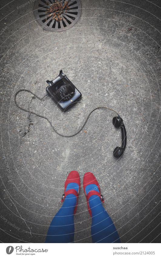 dringendes gespräch (2) Telefon telefonieren Telefongespräch sprechen leitung bakelittelefon Telefonhörer Unfall alt retro antik altehrwürdig Surrealismus