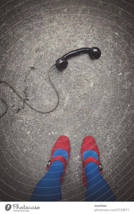 dringendes gespräch (3) Telefon telefonieren Telefongespräch sprechen leitung bakelittelefon alt retro antik altehrwürdig Surrealismus Außenaufnahme
