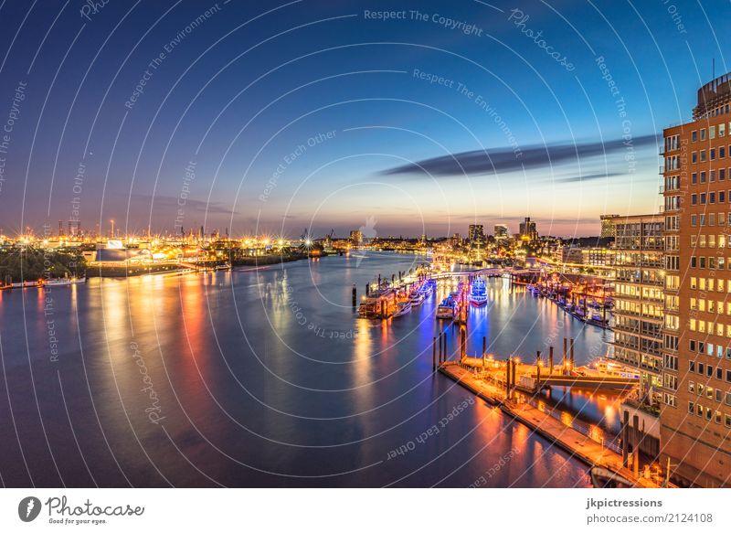 Hamburger Hafen / Landungsbrücken Ferne Sightseeing Städtereise Kreuzfahrt Sommer Industriefotografie Wasser Himmel Nachthimmel Horizont Schönes Wetter Fluss