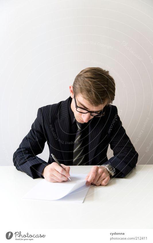 Ausfüllhilfe Mensch Mann Arbeit & Erwerbstätigkeit Büro Business Erwachsene elegant Erfolg Brille Bildung Vertrauen schreiben Beratung Anzug