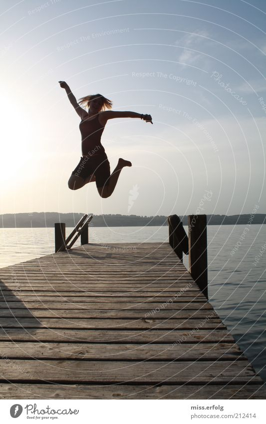 Springwut Mensch Himmel Natur blau schön Wasser Sommer Sonne Landschaft Freude schwarz Wärme feminin lustig Glück See