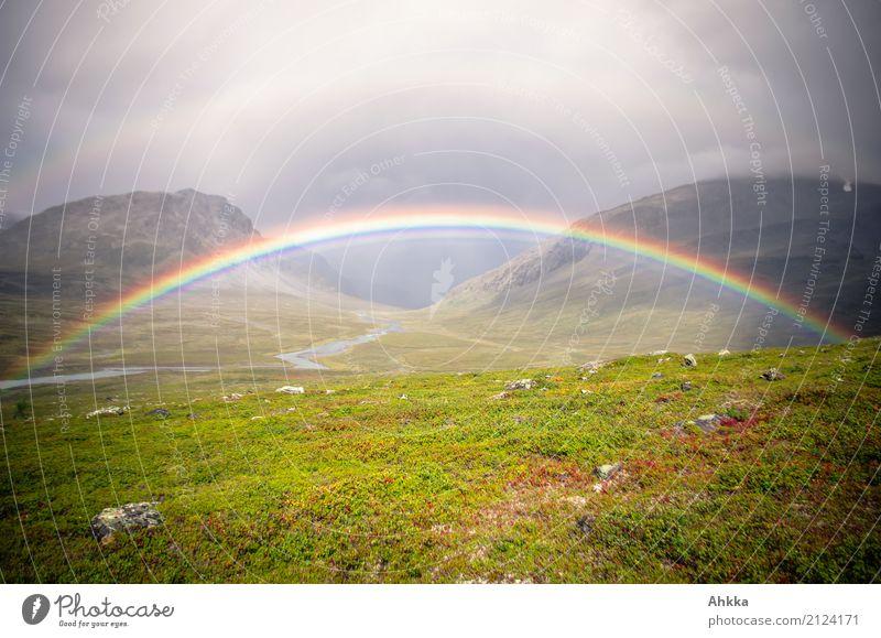 Buntes Tor harmonisch ruhig Meditation Abenteuer Landschaft Urelemente Horizont schlechtes Wetter Regen Berge u. Gebirge Tal Schweden Regenbogen Stimmung