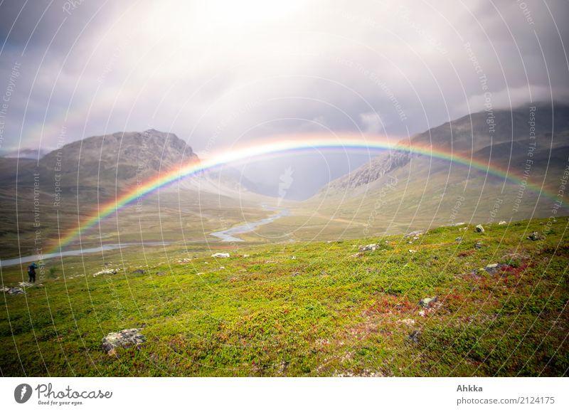 Wo ist jetzt nochmal das Gold? Mensch Natur Landschaft Ferne Berge u. Gebirge Religion & Glaube Leben natürlich Glück außergewöhnlich Regen Horizont