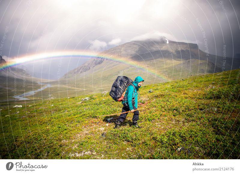 Regenbogen, Junge Frau, Regen, Tal, Fjäll, Wandern, Abenteuer Mensch Jugendliche Natur Landschaft Urelemente Unwetter Berge u. Gebirge Schweden entdecken