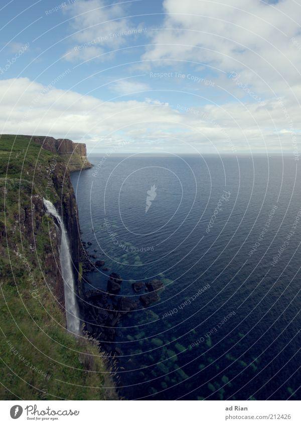 einfluss Natur Landschaft Felsen Küste Meer Insel Klippe Unendlichkeit Farbfoto Blauer Himmel Wolken Horizont Ferne Aussicht Steilwand Felsküste Menschenleer