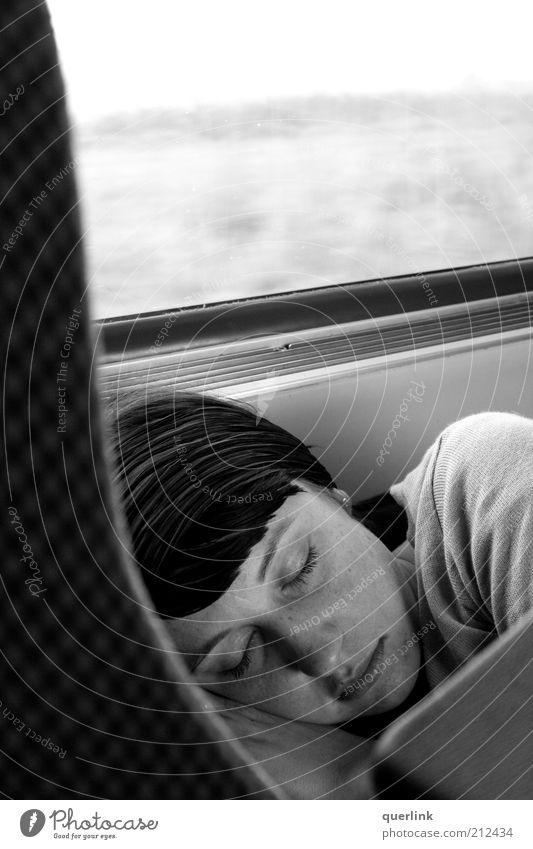 Sleepy K Mensch Jugendliche schön ruhig feminin Haare & Frisuren Kopf Erwachsene schlafen Pause Reisefotografie gemütlich Geborgenheit Schwarzweißfoto