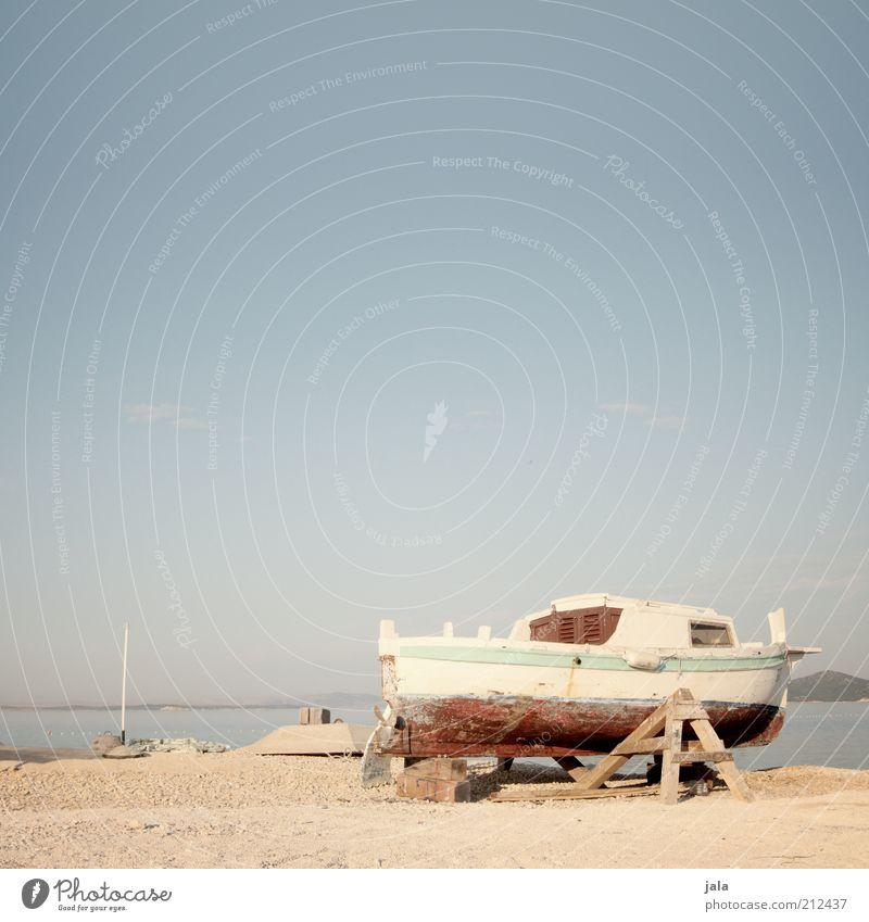 packen wir's an! Handwerk Landschaft Himmel Küste Meer Kroatien Motorboot hell blau Renovieren Hafen gebraucht Farbfoto Außenaufnahme Menschenleer