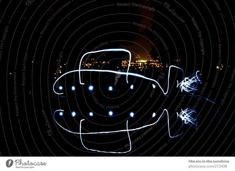 schau, schatz, ein lichtkunst-uboot! Wasser Stadt Freude schwarz dunkel Kunst glänzend groß Horizont ästhetisch Schwimmbad Nachthimmel einzigartig