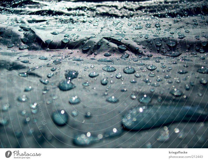 Nur noch Regen :( Wasser Wetter Umwelt nass Wassertropfen Sauberkeit natürlich türkis Zelt Abdeckung schlechtes Wetter Natur Detailaufnahme