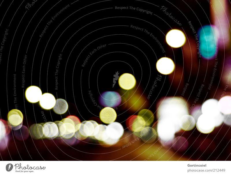 Midnight Blendenfleck Lichtspiel Lichtpunkt Lichtfleck Straßenverkehr dunkel Farbfoto mehrfarbig Außenaufnahme abstrakt Textfreiraum oben Nacht Kunstlicht