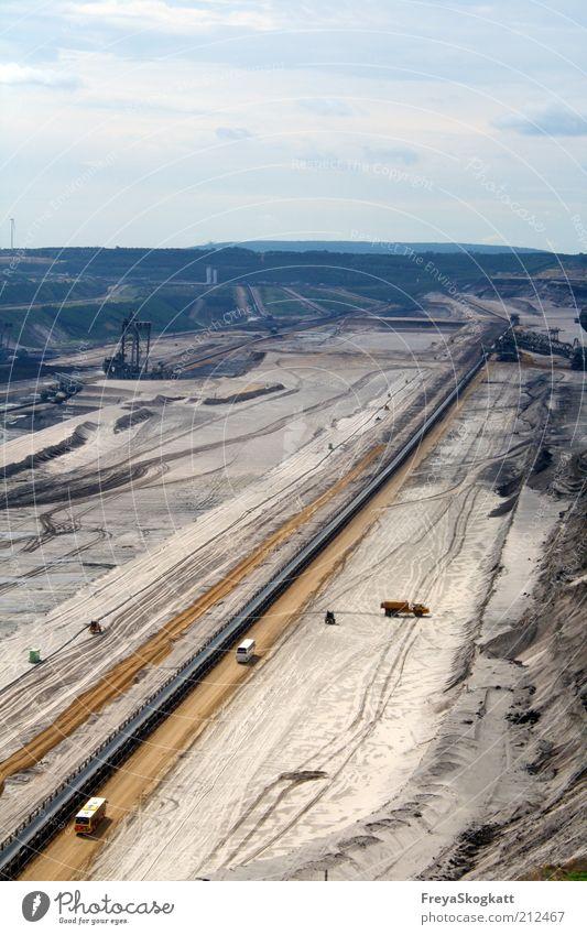 Eine Reise durch die Erdschichten Energiewirtschaft Industrie Industrieanlage Arbeit & Erwerbstätigkeit groß blau braun Zerstörung Kohle Braunkohlentagebau Erde